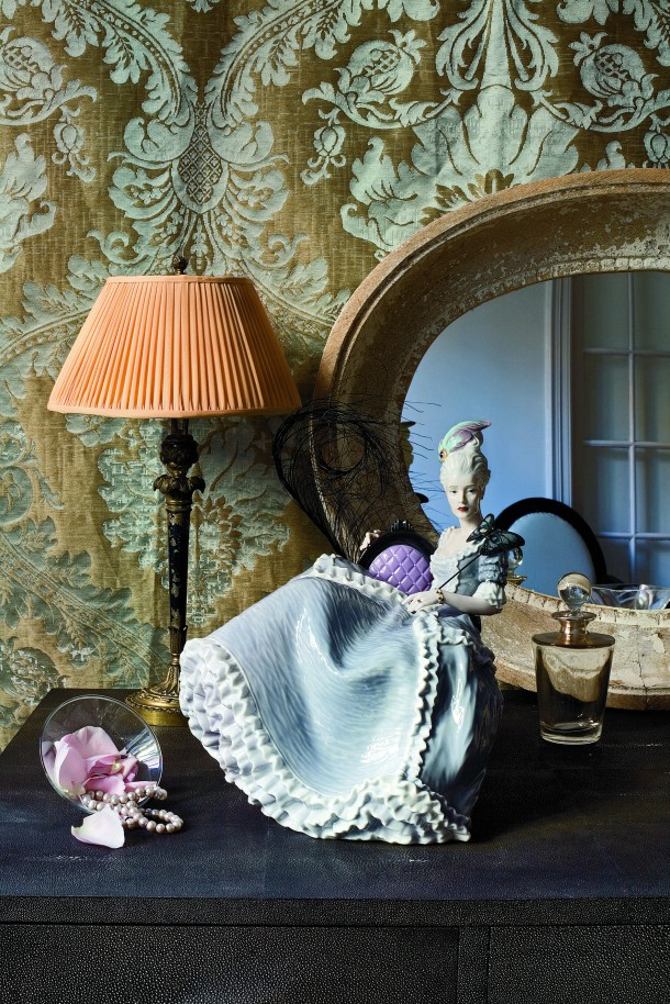 Rococo Lady at the Ball designed by sculptor Alfredo Llorens, reflects a joie de vivre and carefree attitude to life.