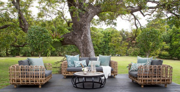 Kenya Sofa and armchairs with Crabo coffee table.