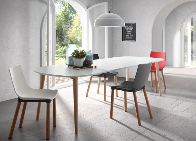 The Oakland extension table and Usake Chair is part of the Comer Collection supplied by LaForma Australia.