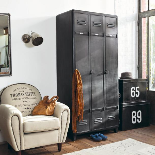 Create a vintage industrial look with the Indus 3 door metal almirah.